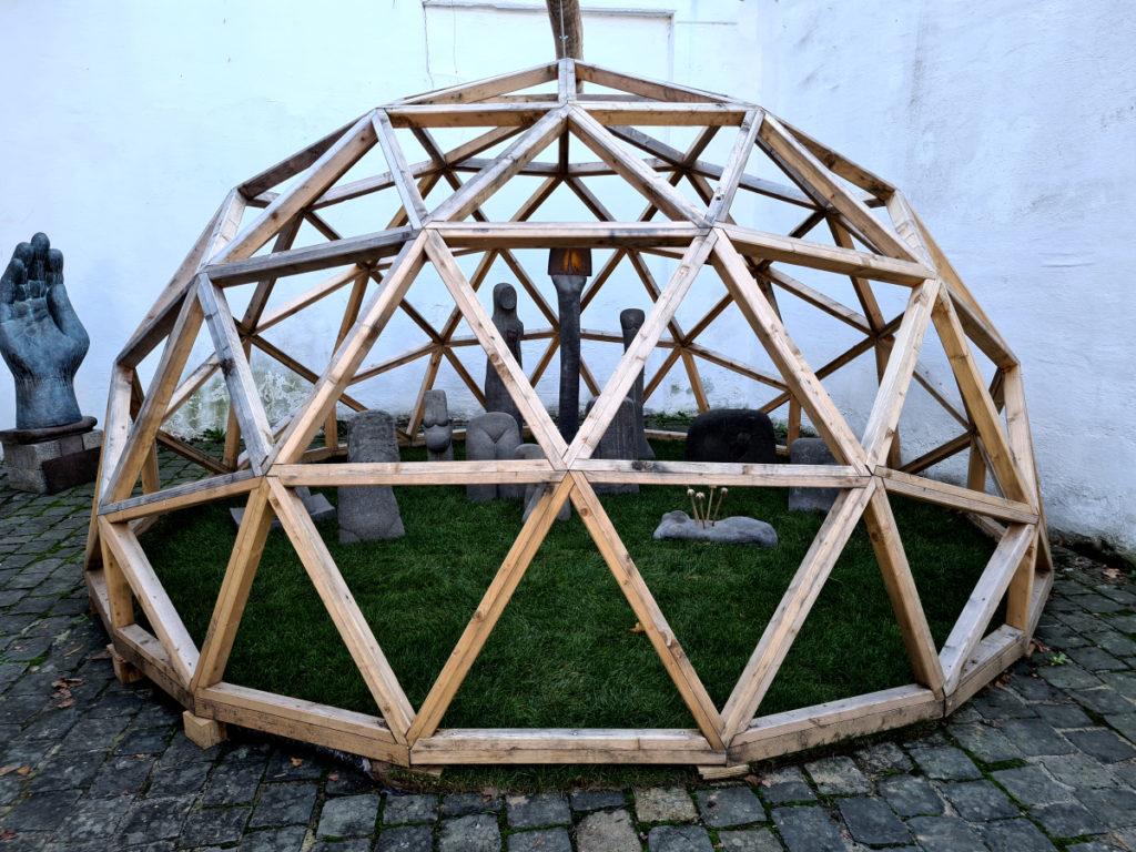 Gimme Shelter, Installation von Manfred Weihe